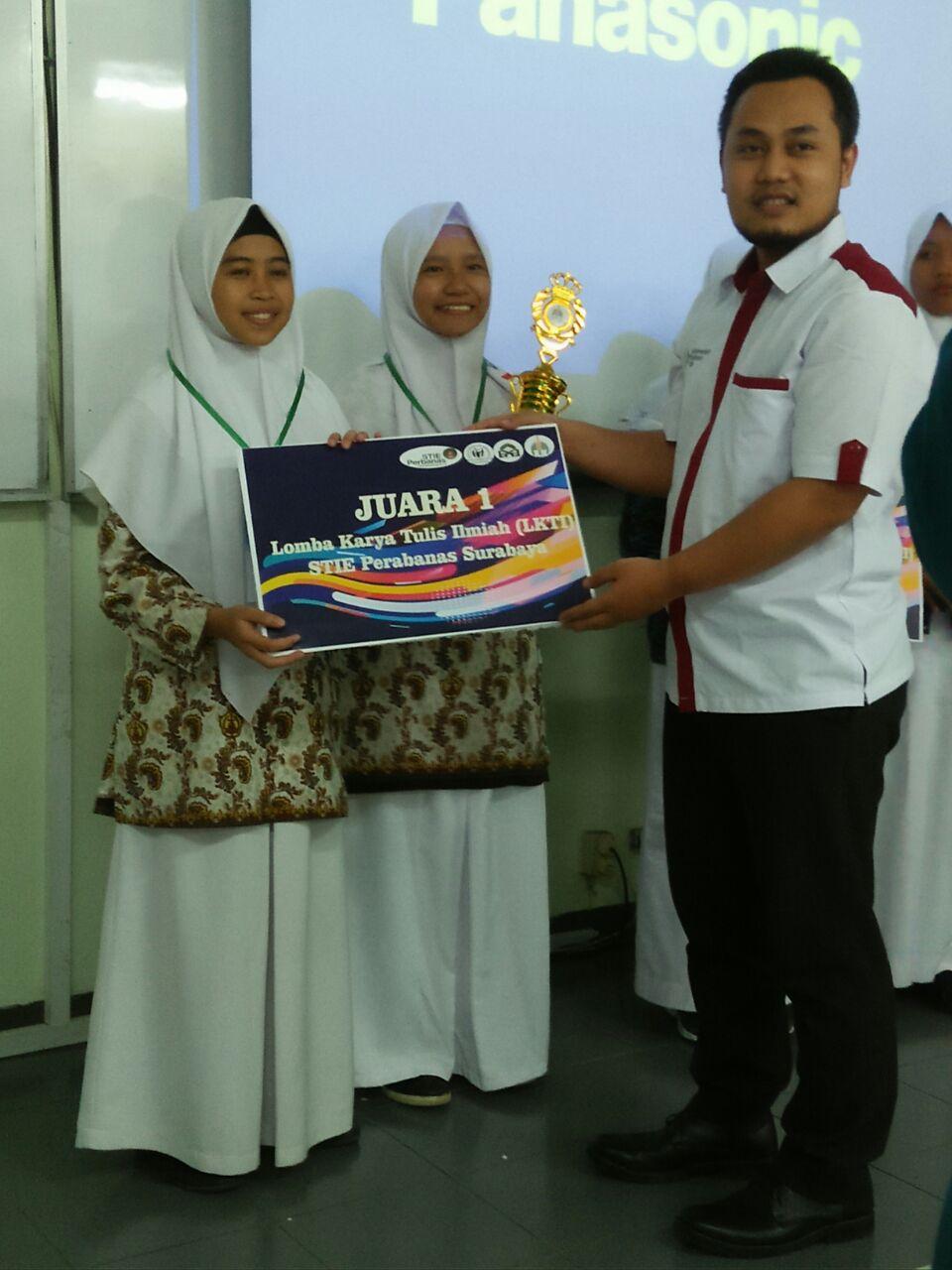 Juara 1 LKTI Shari´a Economic Fest SMA/MA sederajat se-Jawa Bali